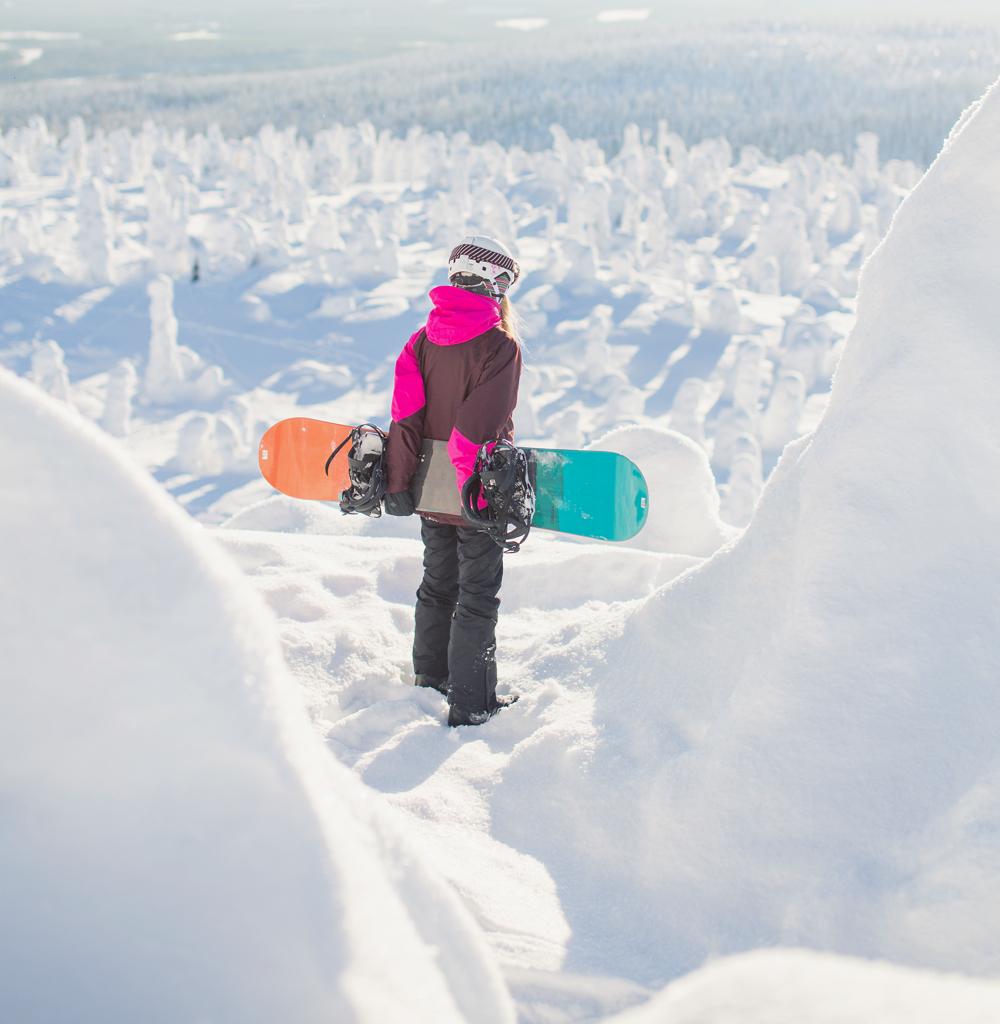 Tykkylumipuut ovat hiihtokeskuksen helmiä. Iso-Syötteen huipulla on upeat maisemat. Iso-Syöte on paras hiihtokeskus lapsiperheille.