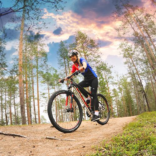 Maastopyöräily Syötteen alueella on monipuolista. Maastopyöräreittejä on paljon. Pytkynharju tarjoaa upeat maisemat pyörän selästä.