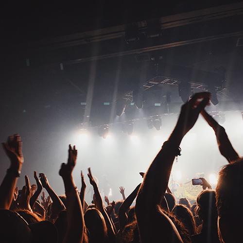 Syötteen lumiareena tarjoaa juhla tilaa. Konsertit, yritysjuhlat ja erilaiset tapahtumat järjestyvät helposti. Häät Syötteen upeissa maisemissa voisi olla unelma, joka käy toteen!