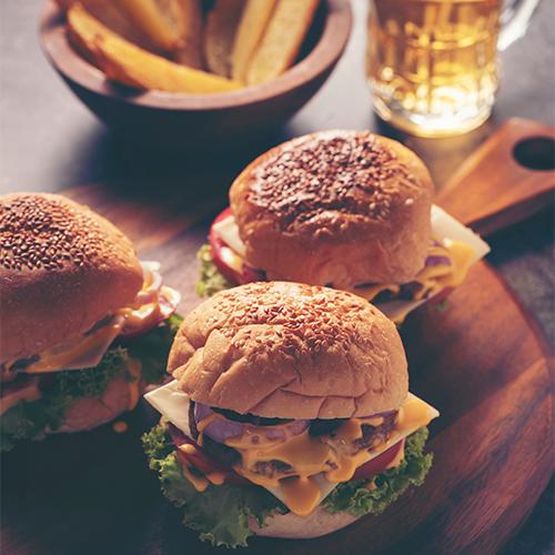 Tuba food and lounge ravintola tarjoaa lähi ja hävikkiruokaa. Tule maistamaan burgeria, pizzaa ja muita maistuvia herkkuja. Ekologisen hotellin yhteydessä on hiihtokeskuksen paras ravintola.